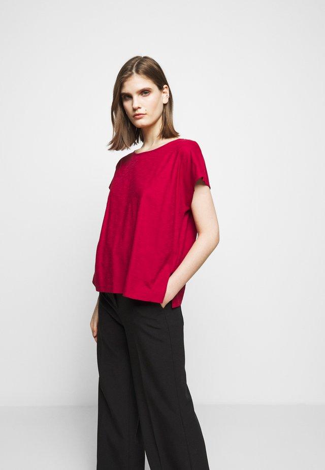 KIMANA - T-shirt basic - rot