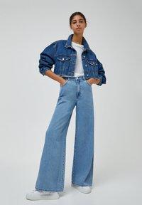 PULL&BEAR - Jeans a zampa - light blue - 1