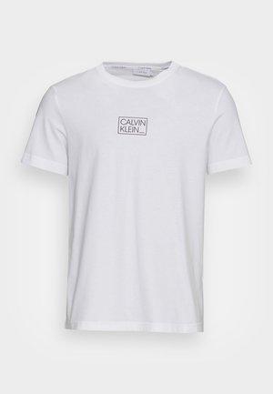 CHEST BOX LOGO - Print T-shirt - bright white