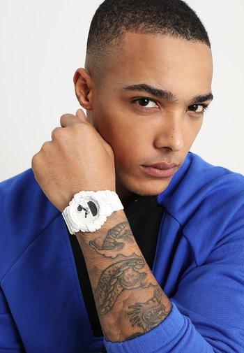 Digitální hodinky - white
