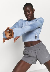 Under Armour - RUN ANYWHERE CROPPED - Long sleeved top - isotope blue - 3