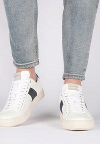 Blackstone - Sneakers - white navy - 0