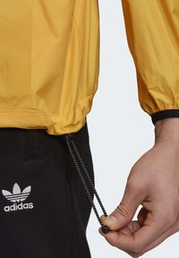 adidas Originals - ADVENTURE ANORAK - Windbreaker - gold - 6