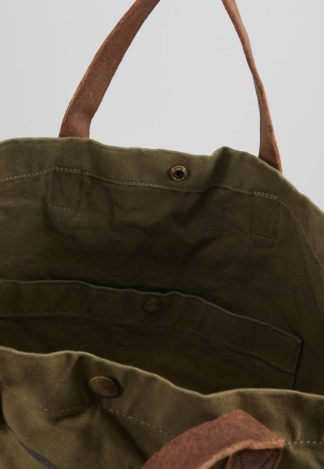 ADVENTURES ISSUE TOTE - Bolso shopping - sage green