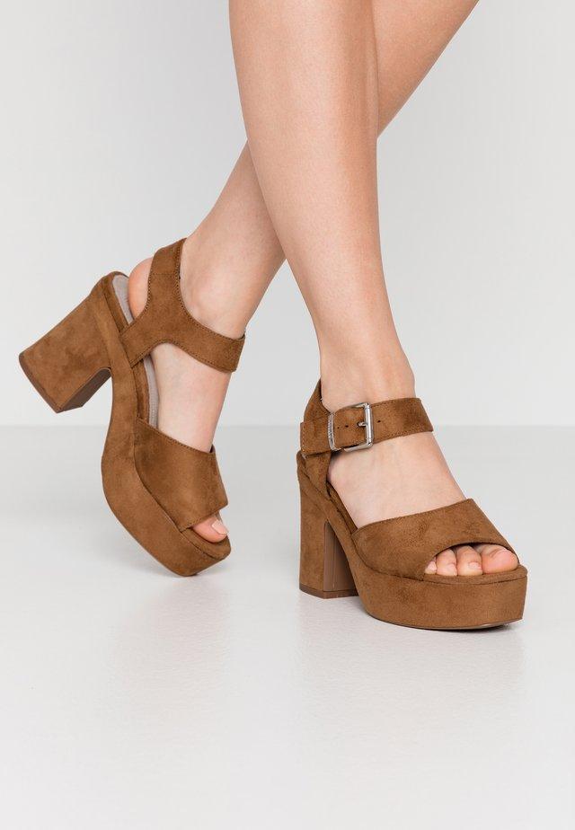 LEIRA - Sandály na vysokém podpatku - tan
