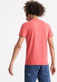 Superdry - VINTAGE CREW - Basic T-shirt - volcanic orange space dye - 2