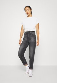Tommy Jeans - MOM - Relaxed fit jeans - ginger grey - 1