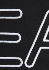 EA7 Emporio Armani - T-shirts print - black/white - 6