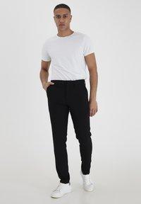 Casual Friday - PIHL SUIT PANTS - Suit trousers - black - 3