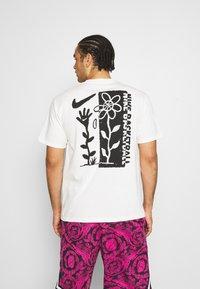 Nike Performance - 90 TEE - Camiseta estampada - pure - 2