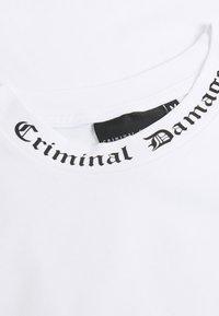 Criminal Damage - GOTH COLLAR TEE - Print T-shirt - white - 2
