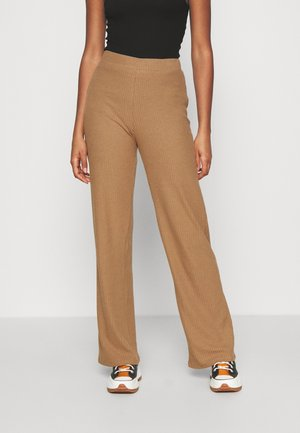 ONLLIZA WIDE PANTS - Trousers - toasted coconut