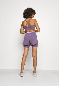 Nike Performance - TEMPO LUXE SHORT - Sports shorts - amethyst smoke/purple pulse/silver - 2