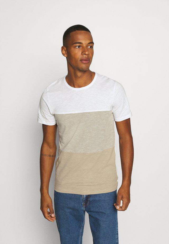 JJBLOCK TEE CREW NECK - T-shirt imprimé - crockery