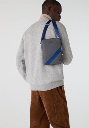 NH3328AP - Across body bag - gris denim