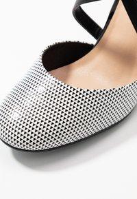 Wallis - CURTIS - High heels - black/white - 2