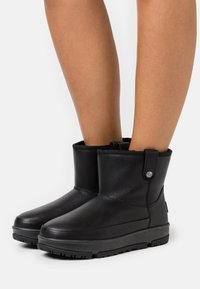 UGG - CLASSIC WEATHER MINI - Classic ankle boots - black - 0