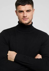 Jack & Jones - JJEEMIL ROLL NECK - Strickpullover - black - 5