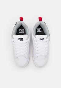 DC Shoes - COURT GRAFFIK - Skateboardové boty - white/grey/red - 3