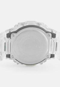G-SHOCK - DW-5600SKE  - Digitální hodinky - transparent white - 3