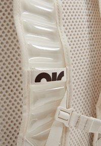 Nike Performance - UTILITY SPEED UNISEX - Tagesrucksack - light orewood brown/enigma stone - 6