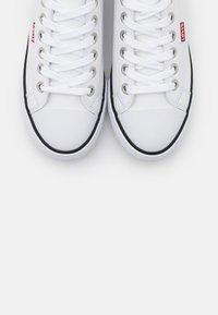 Levi's® - STAN BUCK LADY - Sneakers basse - brilliant white - 5