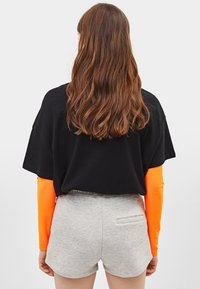 Bershka - MIT NEONFARBENER KORDEL - Shorts - light grey - 2