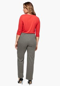 Triangle - Chinos - black houndstooth - 2
