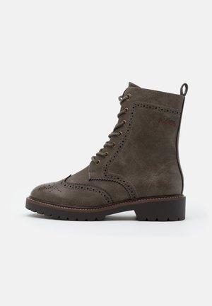 BOOTS - Kotníkové boty na platformě - khaki
