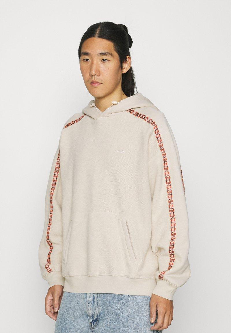 Levi's® - FASHION HOODIE UNISEX - Sweater - sahara khaki