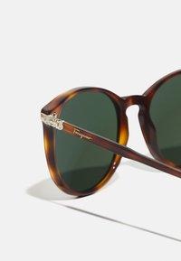 Salvatore Ferragamo - UNISEX - Sluneční brýle - tortoise - 2