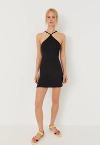 PULL&BEAR - Pouzdrové šaty - black - 3