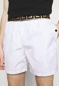 Glorious Gangsta - ETIO - Shorts - white - 3