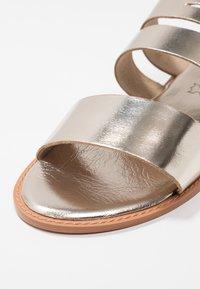 Vero Moda - VMVALI - Pantofle - pale gold - 2