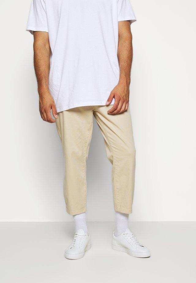 WHYATT - Pantalon classique - stone