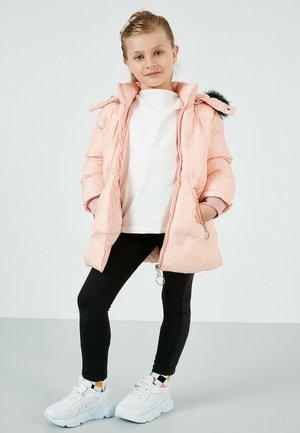 Abrigo de invierno - powder pink