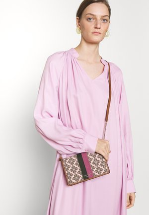 ON CHAIN - Across body bag - pink multi