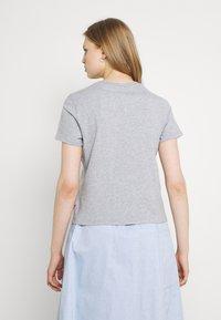 Levi's® - GRAPHIC JORDIE TEE - Print T-shirt - heather grey - 2