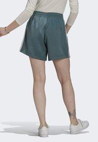 adidas Originals - SATIN SHORTS ADICOLOR ORIGINALS LOOSE - Shorts - hazy emerald - 2