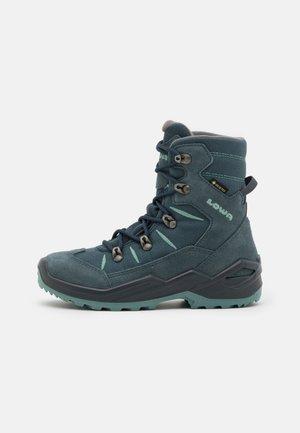 RUFUS GTX UNISEX - Snowboots  - jeans/eisblau