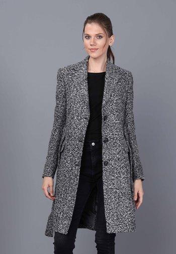 Klasyczny płaszcz - ecru