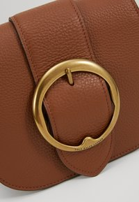 Polo Ralph Lauren - BELT SADDLE - Borsa a tracolla - cognac - 6