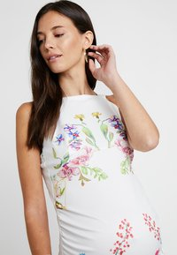 True Violet Maternity - STRAP BACK MIDI DRESS - Kotelomekko - white - 3