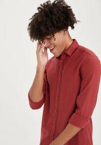 DeFacto - Formal shirt - bordeaux - 3