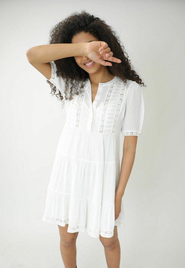MIT GUIPURE-SPITZE - Sukienka letnia - altweiß