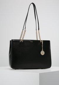 DKNY - BRYANT SHOP TOTE SUTTON - Handbag - black/gold - 0