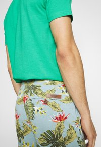 INDICODE JEANS - FLOWERS - Shorts - blue wave - 5