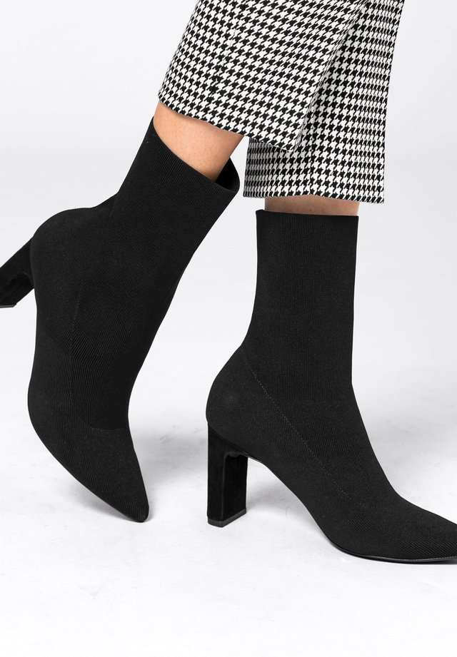 MIT BLOCKABSATZ - Ankle boots - schwarz