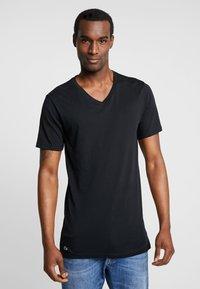 Lacoste - 3 PACK SLIM FIT TEE  - Undershirt - black/mottled grey/white - 4
