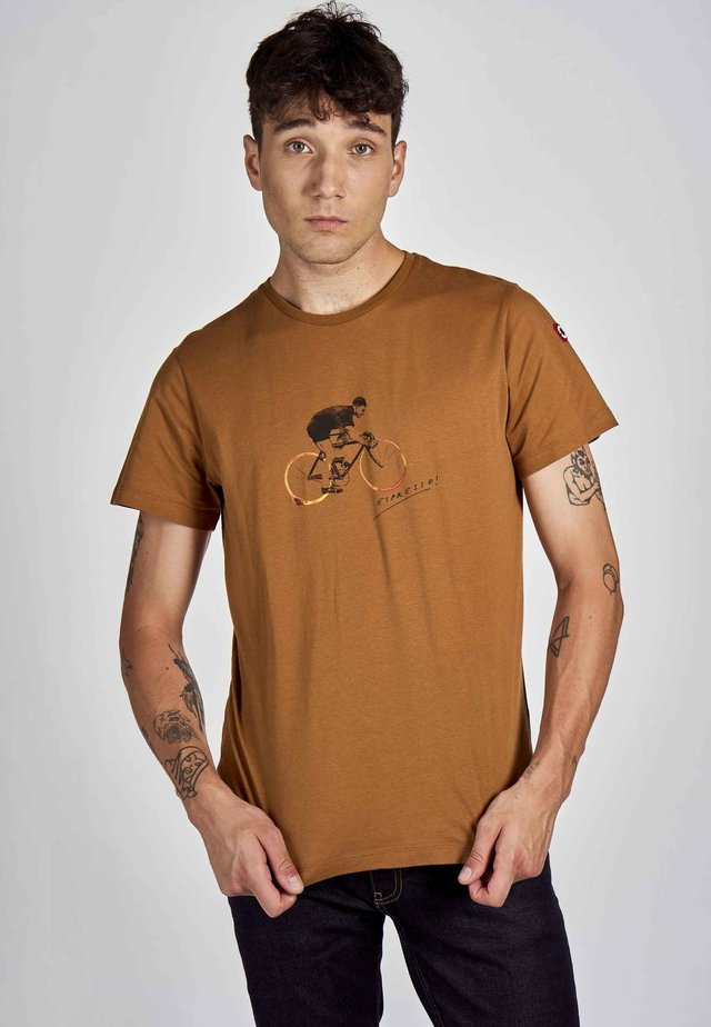T-shirt print - rubber